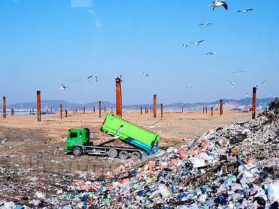 """""""临时合规""""的垃圾堆积场何时不扰民?"""