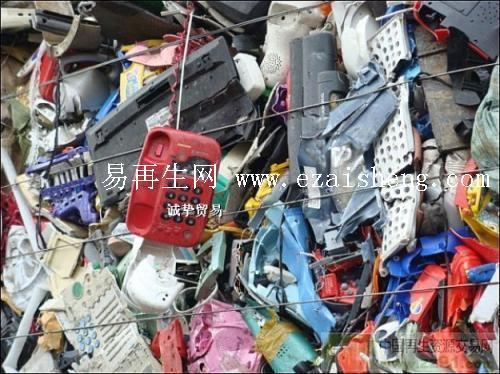 大量回收废塑料